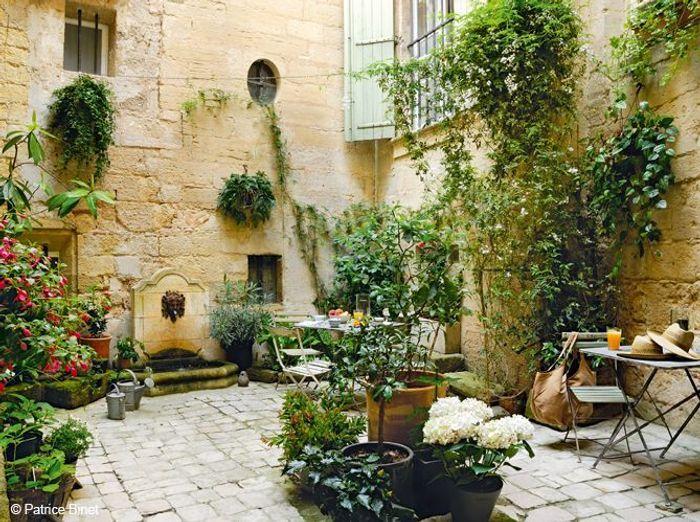 les bonnes astuces pour d corer un patio elle d coration. Black Bedroom Furniture Sets. Home Design Ideas