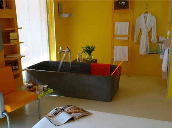 quand la baignoire entre dans la chambre elle d coration. Black Bedroom Furniture Sets. Home Design Ideas