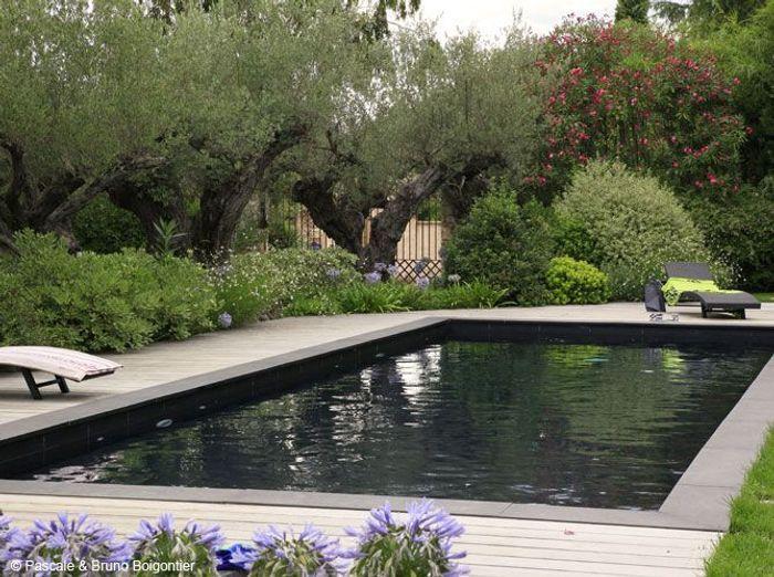 Une piscine bleue pour r ver un peu elle d coration for Margelle piscine miroir