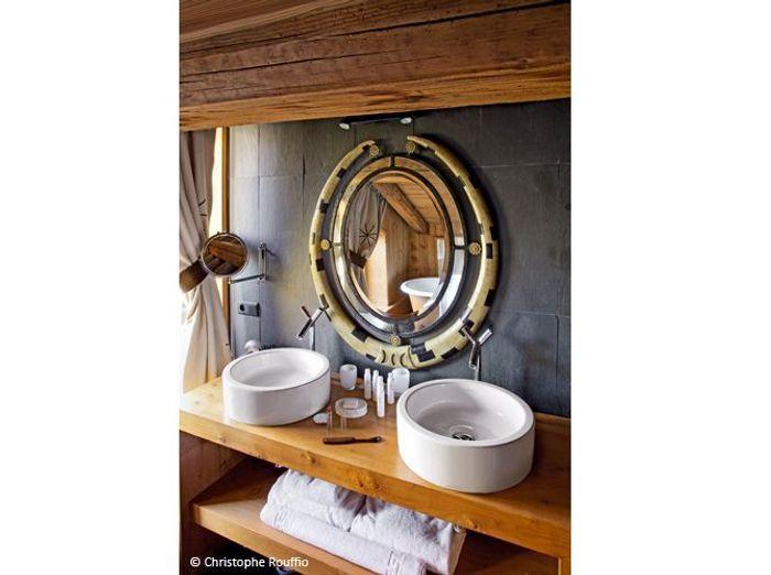d couvrez un chalet typique au c ur de la savoie elle d coration. Black Bedroom Furniture Sets. Home Design Ideas