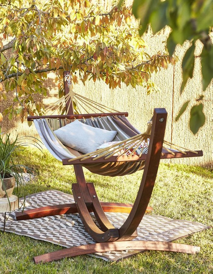 des hamacs pour paresser avec style dans son jardin elle. Black Bedroom Furniture Sets. Home Design Ideas