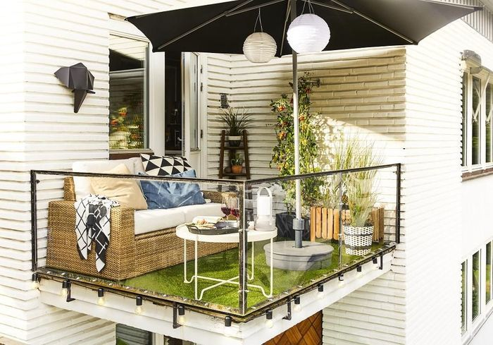 la table de balcon n a jamais t aussi canon elle d coration. Black Bedroom Furniture Sets. Home Design Ideas
