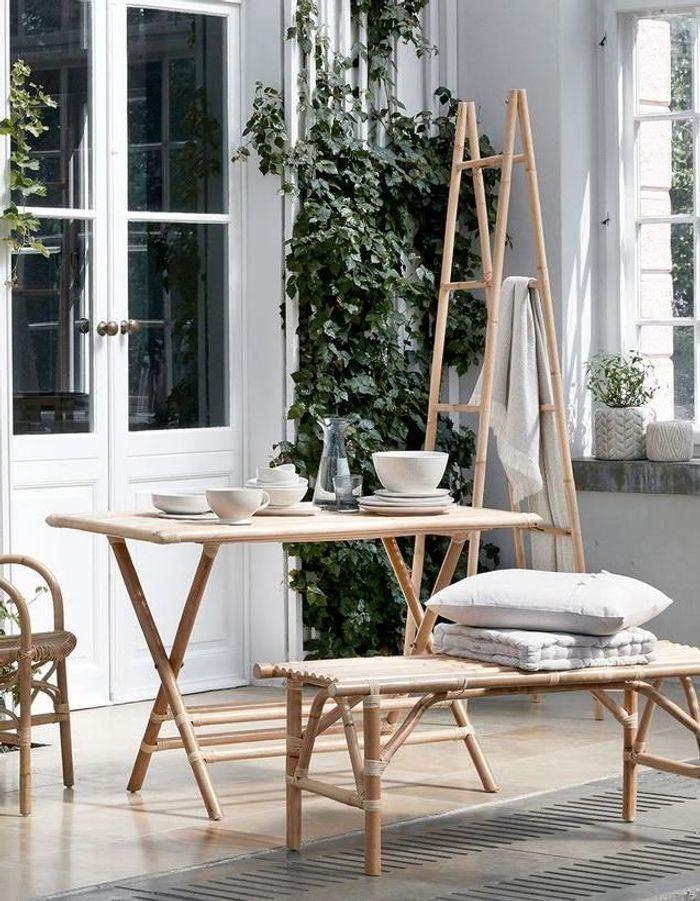 Une table de balcon Broste Copenhagen