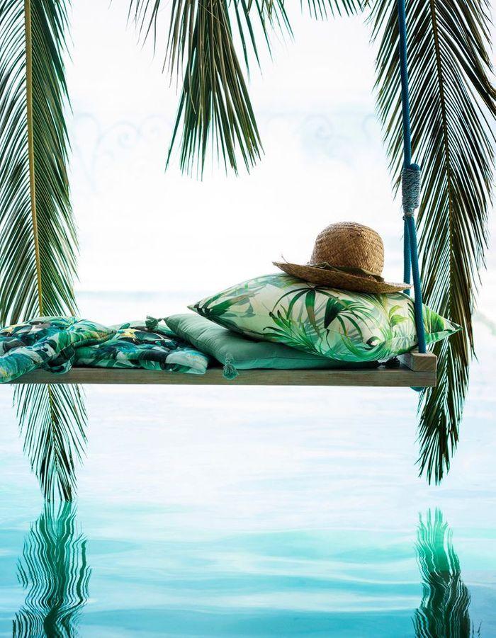 Une terrasse avec piscine qui mise tout sur le style exotique
