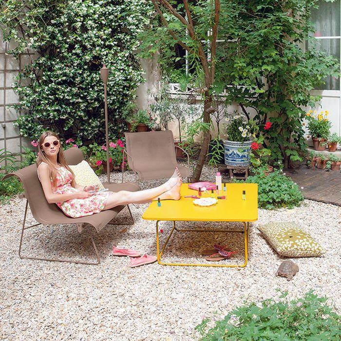 Un salon de jardin citadin