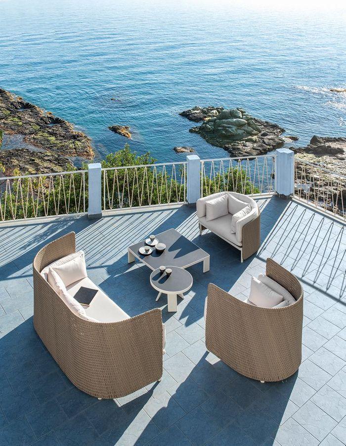Une terrasse zen grâce aux mobiliers au design enveloppant