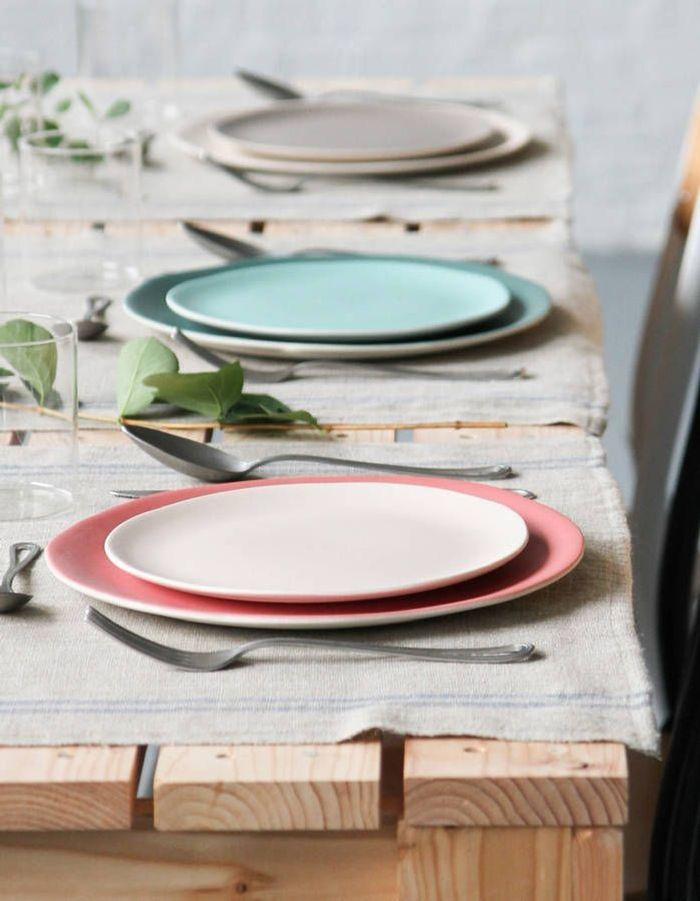 Une décoration rose poudré via de la vaisselle en grès