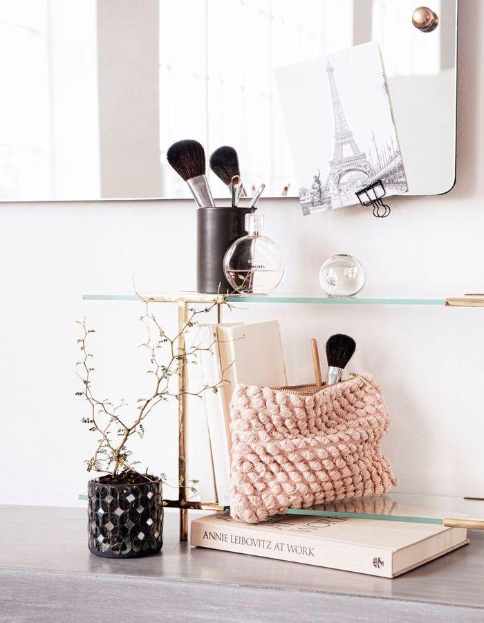 Une décoration rose poudré via de petits accessoires décoratifs