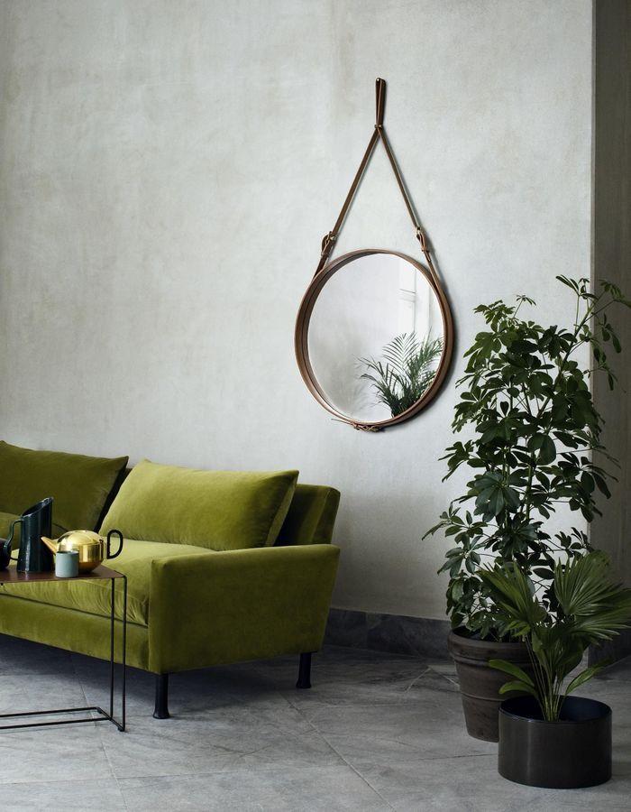 Le miroir rond comme accessoire déco dans le salon pour habiller le mur
