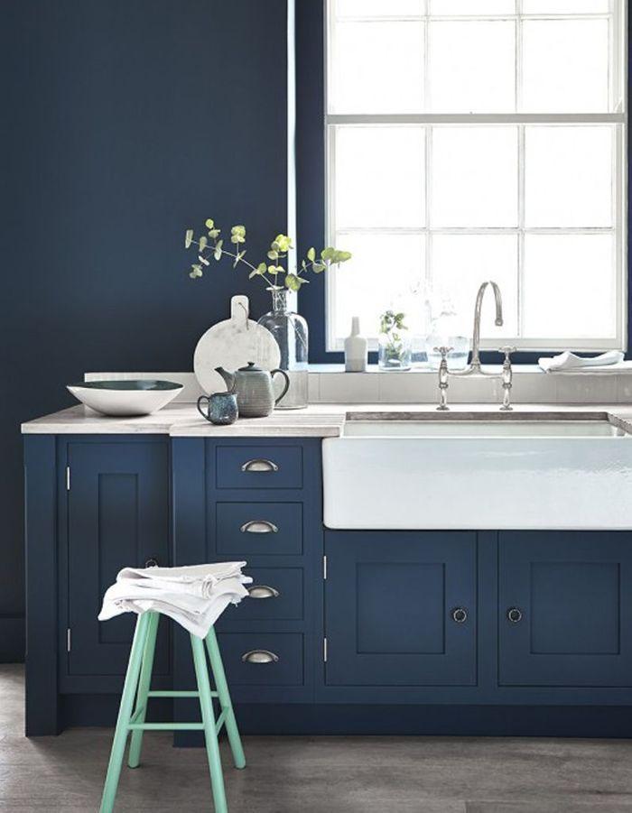 Une cuisine bleu marine