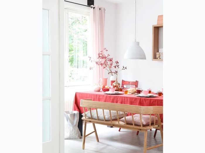 Salle à manger rose et familiale