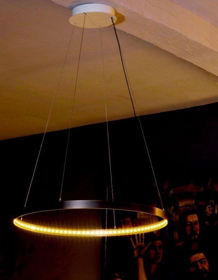 Plein feux sur des luminaires de designers elle d coration for Luminaire suspension exterieur design
