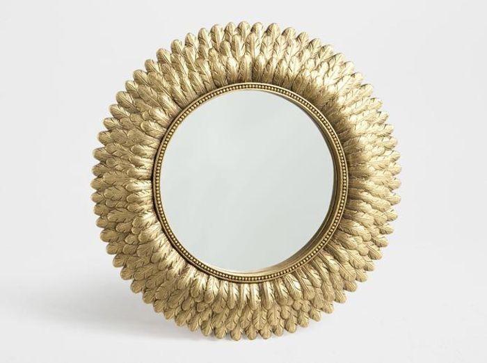Un miroir rococo en (fausses) plumes