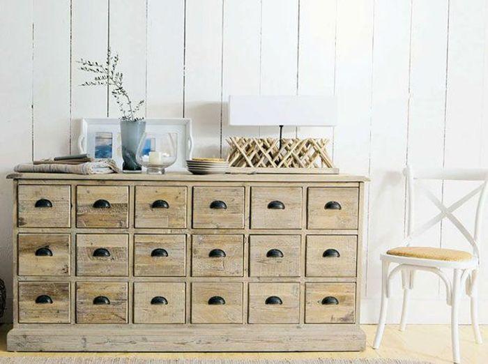 chambre avec vue sur la mer elle d coration. Black Bedroom Furniture Sets. Home Design Ideas