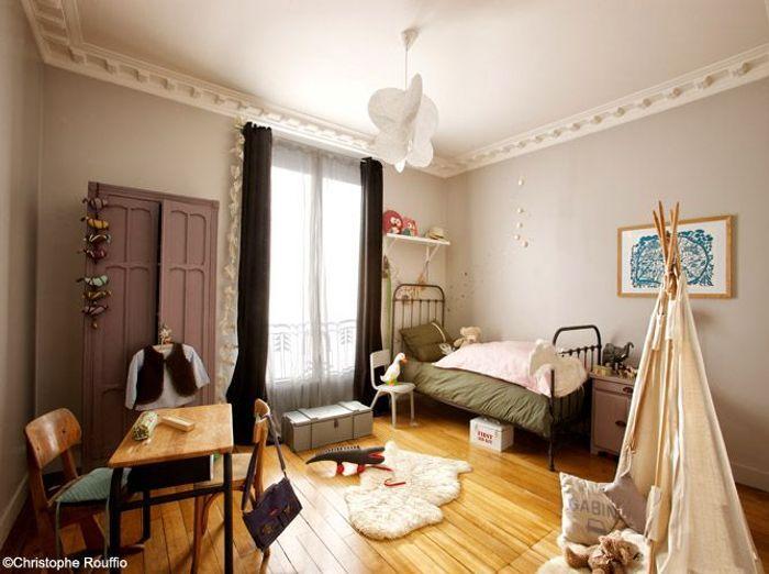Chambre de petite fille élégante