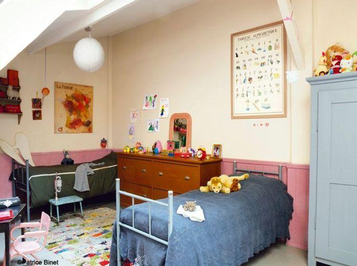 Chambre de petite fille rétro