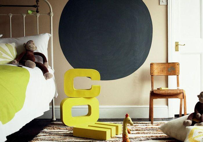 Peindre une forme graphique sur le mur pour donner du style