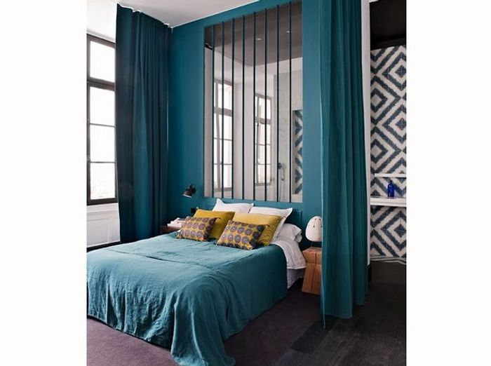 chambre on mise sur des murs color s elle d coration. Black Bedroom Furniture Sets. Home Design Ideas