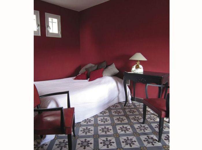 Couleur De Chambre Rouge Bordeaux : Chambre on mise sur des murs colorés elle décoration