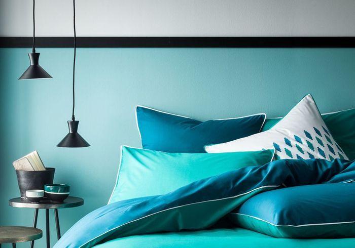 Une frise au-dessus du lit