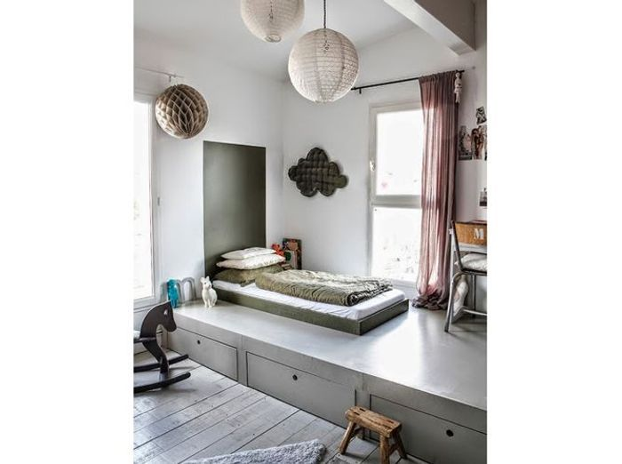 lit cach sous podium lit sous estrade rang lit estrade pinterest fils estrade et lit. Black Bedroom Furniture Sets. Home Design Ideas