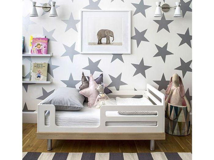 Une chambre d'enfant étoilée
