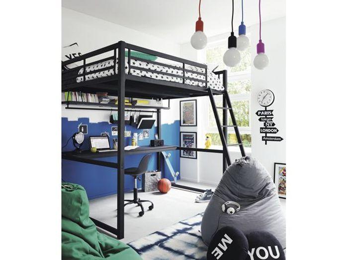 Un lit mezzanine avec étagère et plan de travail