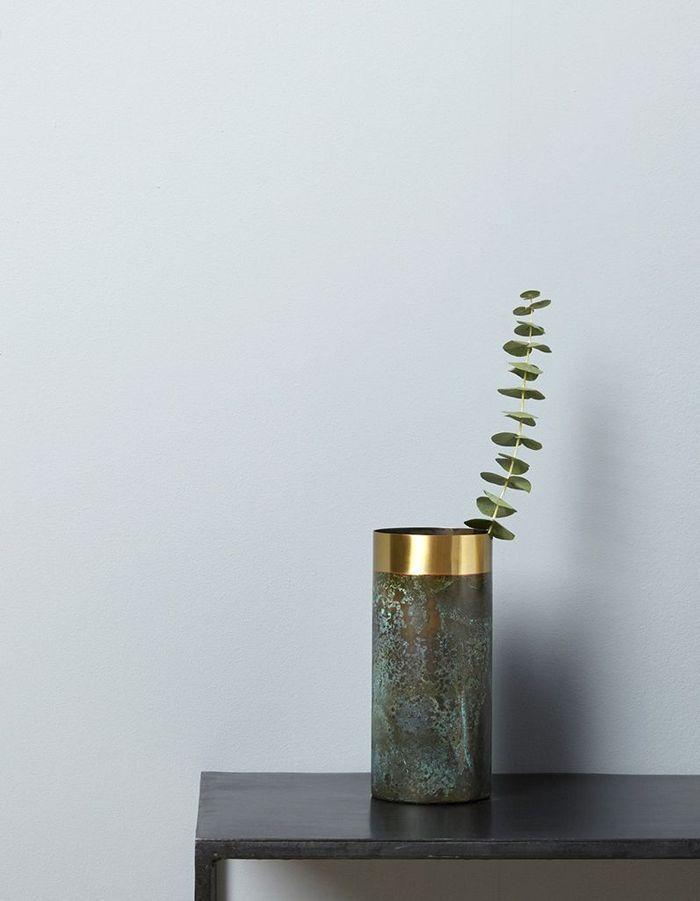 Un vase ou un pot à ustensiles