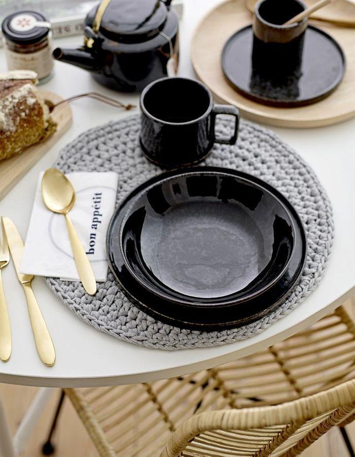 Déco de table pas chère : des couverts contemporains