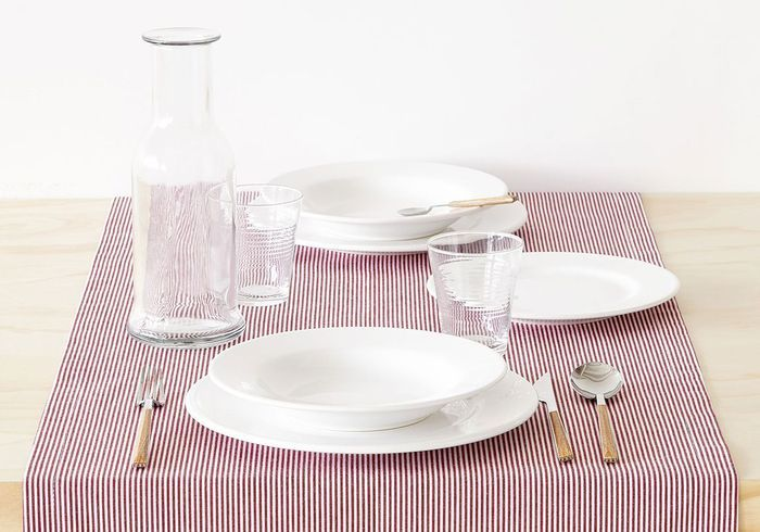 Déco de table pas chère : un chemin de table rayé