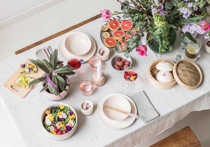 Une déco de table d'été fleurie