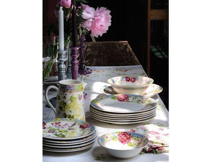 Jouez sur un total look fleuri pour votre déco de table champêtre