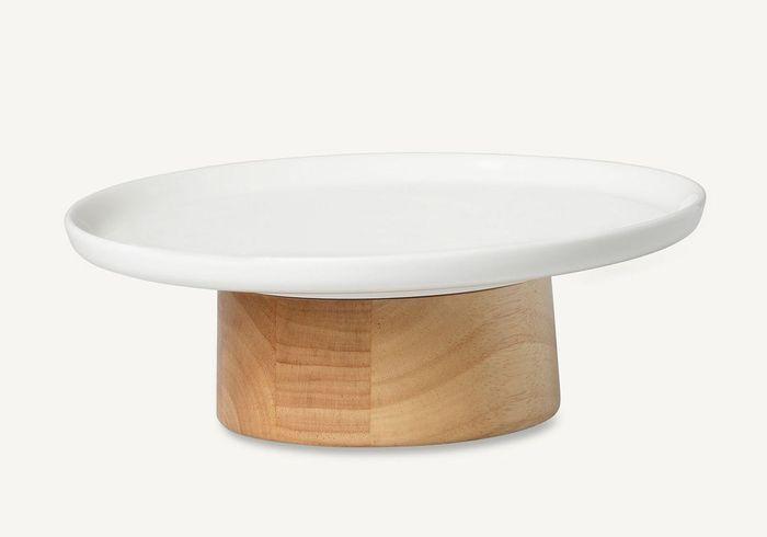 Vaisselle design : un plat de service en bois clair