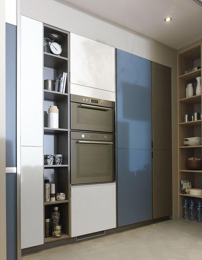 Meuble de cuisine : des portes coulissantes qui cachent les rangements