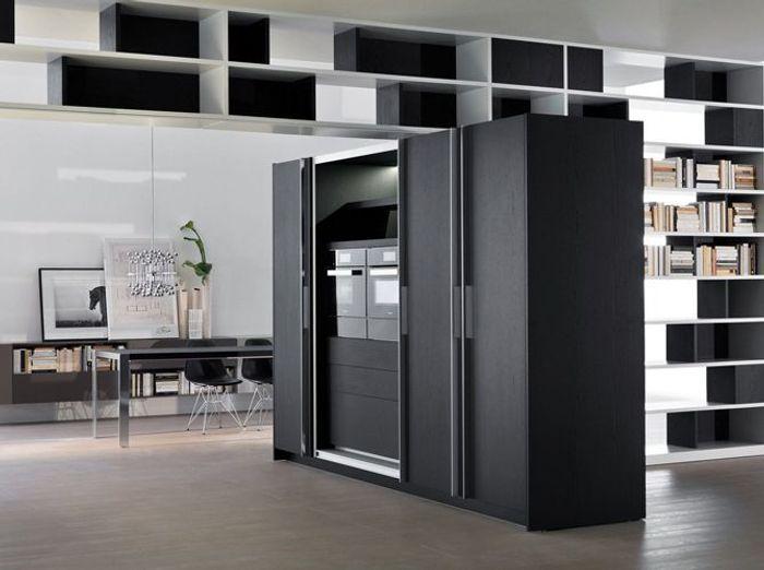 Une cuisine cach e dans un placard elle d coration - Cuisine cachee par des portes ...