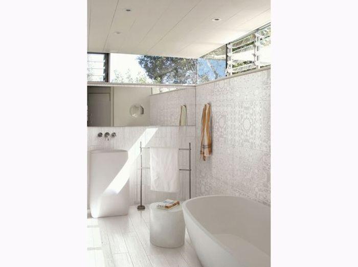 Salle de bains immaculée