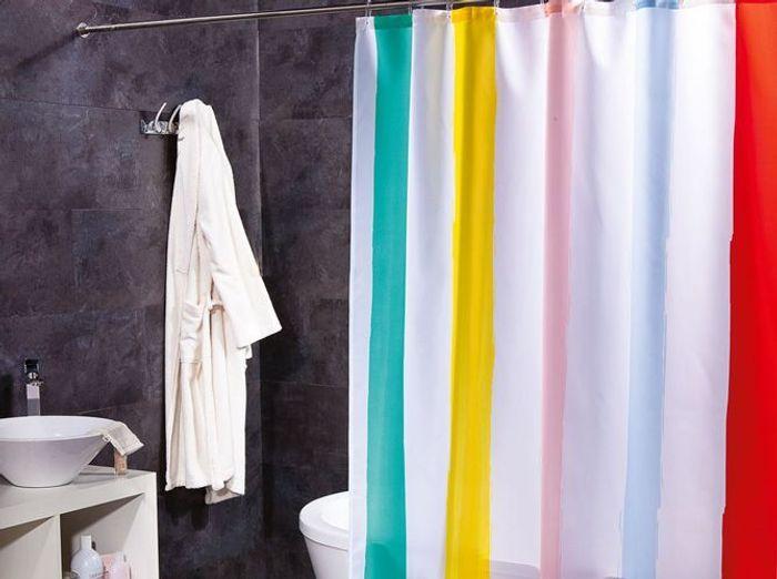 rideau de douche : l'accessoire déco qui relooke votre salle de