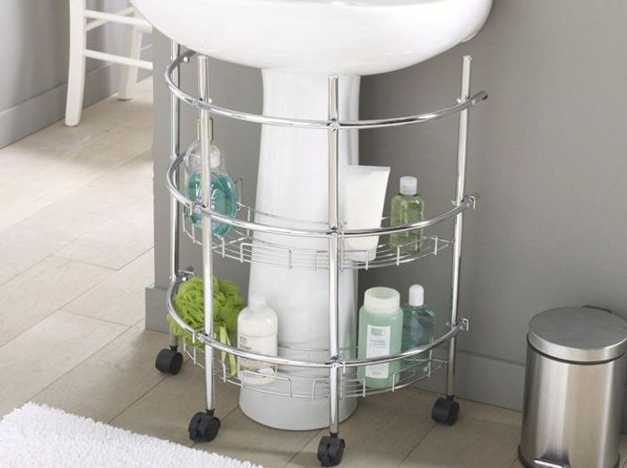 Petite salle de bains les meubles qu 39 il vous faut - Accessoire salle de bain dore ...