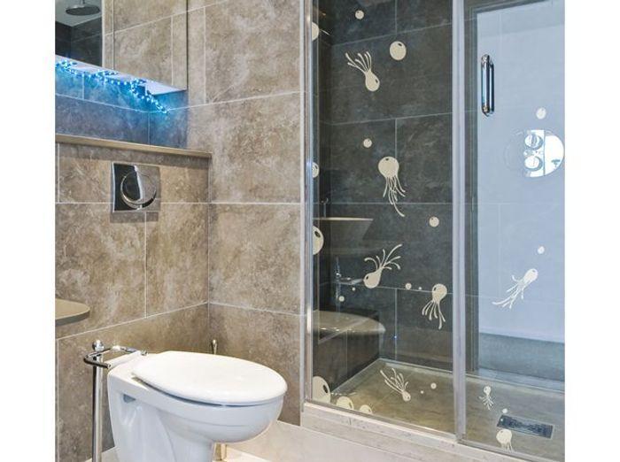 12 stickers pour relooker votre salle de bains elle - Relooker salle de bain ...