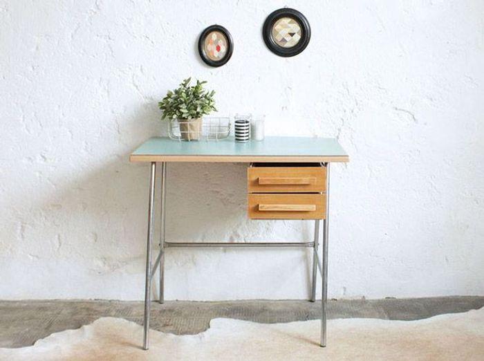 Petit bureau bleu vintage