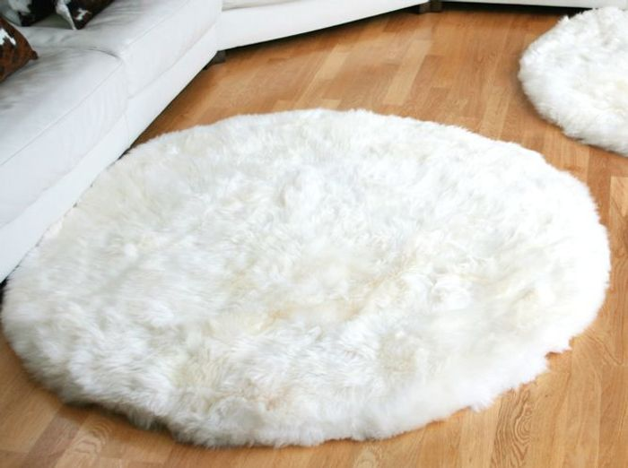 Shopping tapis et si on osait la peau de b te elle for Tapis de fourrure blanc ikea