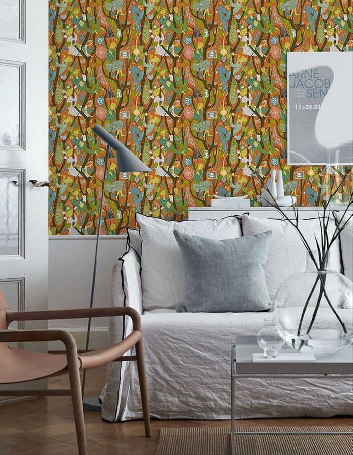 Salon jaune au papier peint tendance