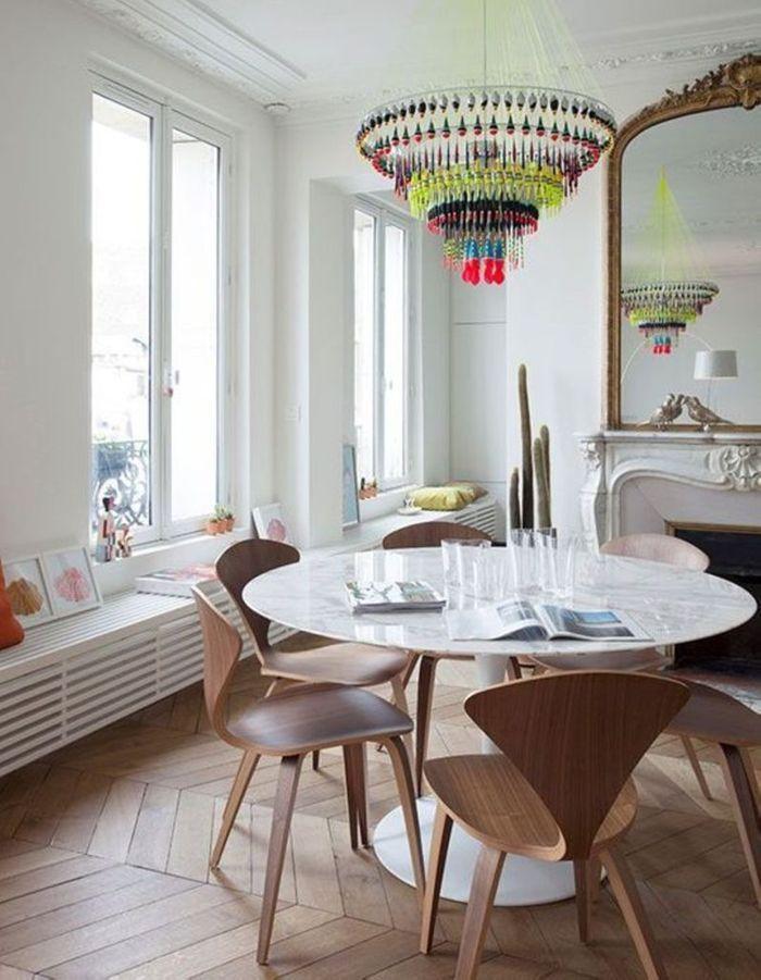 La table Tulipe dans un intérieur haussmanien
