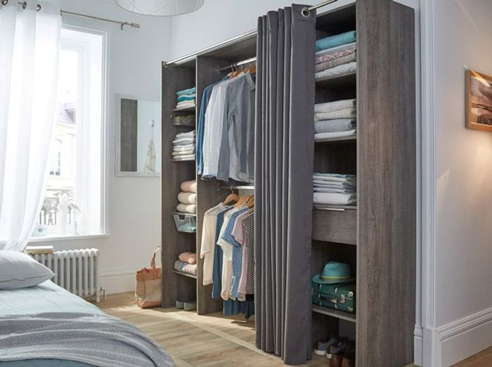 trendy un dressing astucieux uac with kit amenagement placard pas cher. Black Bedroom Furniture Sets. Home Design Ideas