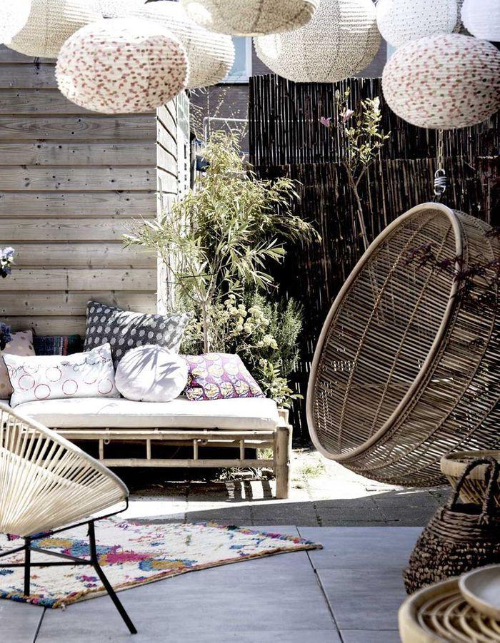 Des boules japonaises sur la terrasse