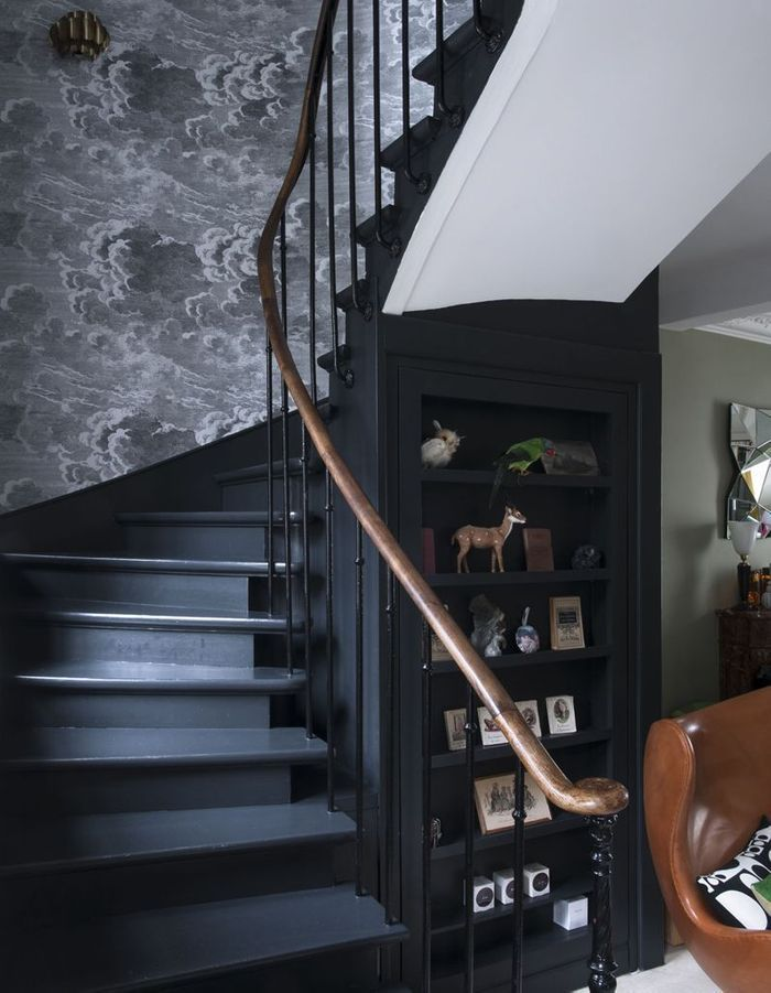 Miser sur un beau papier peint pour un escalier déco