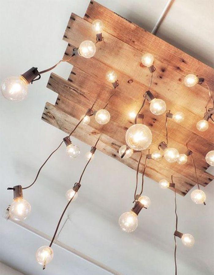 Palette en bois transformée en suspension