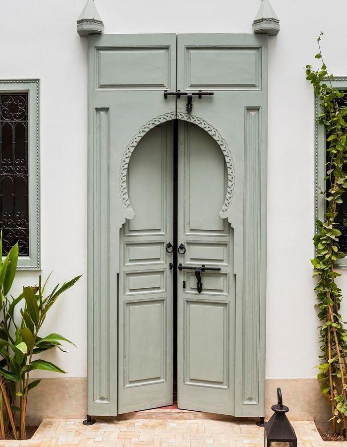 Succomber à la porte en bois marocaine