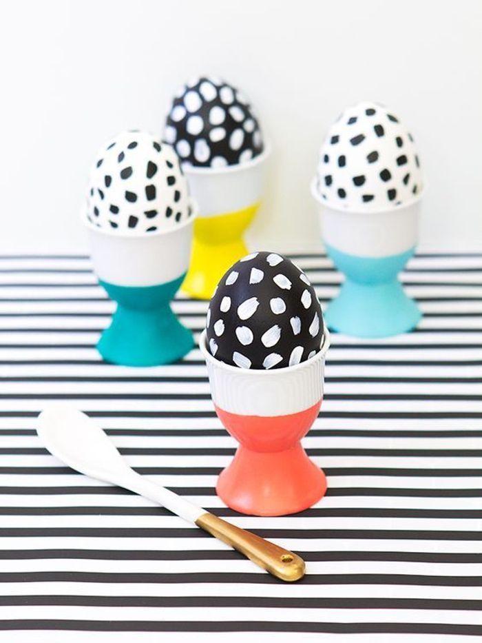Décoration œufs de Pâques noir et blanc