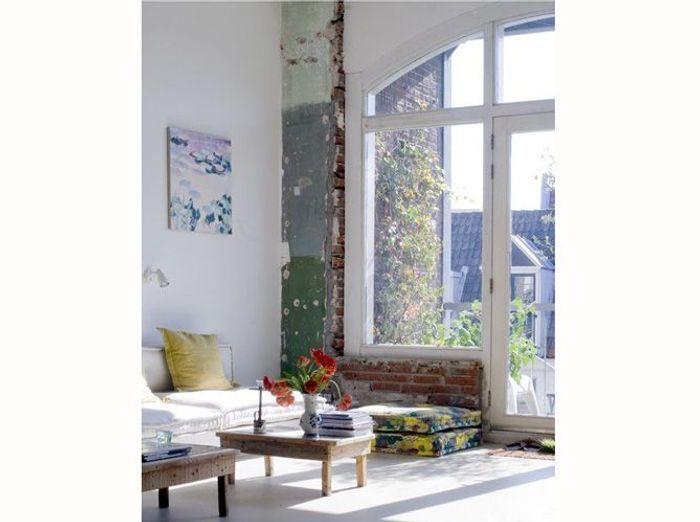 Adopterez vous la tendance du mur brut elle d coration - Peindre un mur en parpaing brut ...